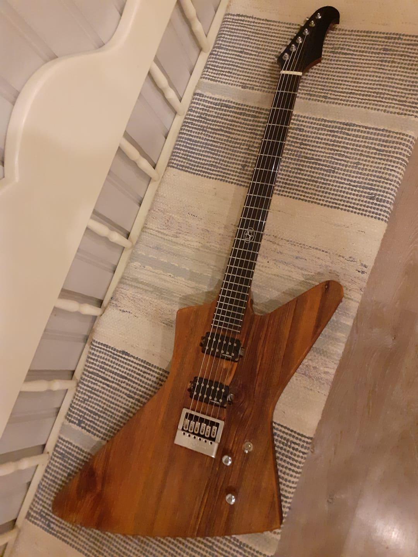 Ämnen till två nya gitarrer